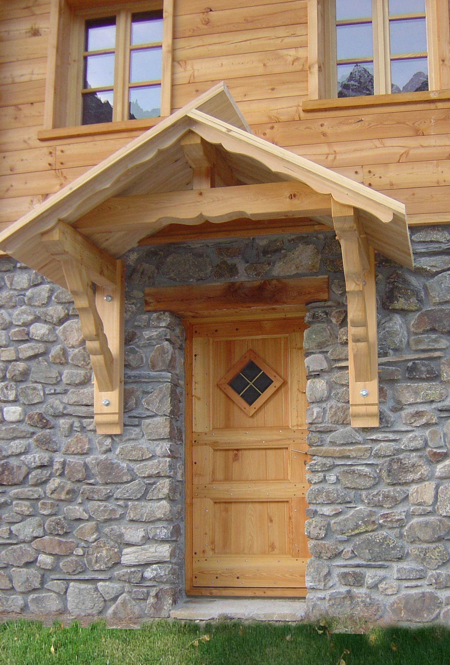 L alliance naturelle de la pierre et du bois une porte Porte villa en bois