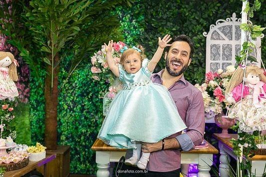 """Dona Foto on Instagram: """"""""Quem é a princesinha do papaaaiiii??? """" 😍😍 e a lindinha Marina celebrou seu primeiro aninho com muito amor em sua volta e num maravilhoso…"""""""