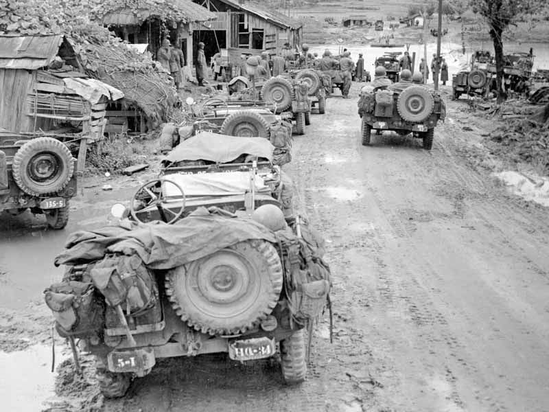 A long line of jeeps waiting to be ferried across the Kumho-gang River cause a traffic jam on the way to the front in Korea. 16 Sep 1950