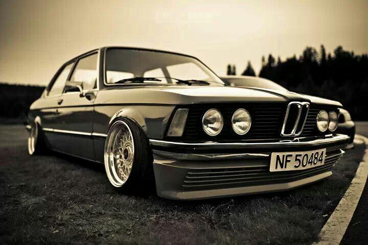 BMW E21 5 series slammed