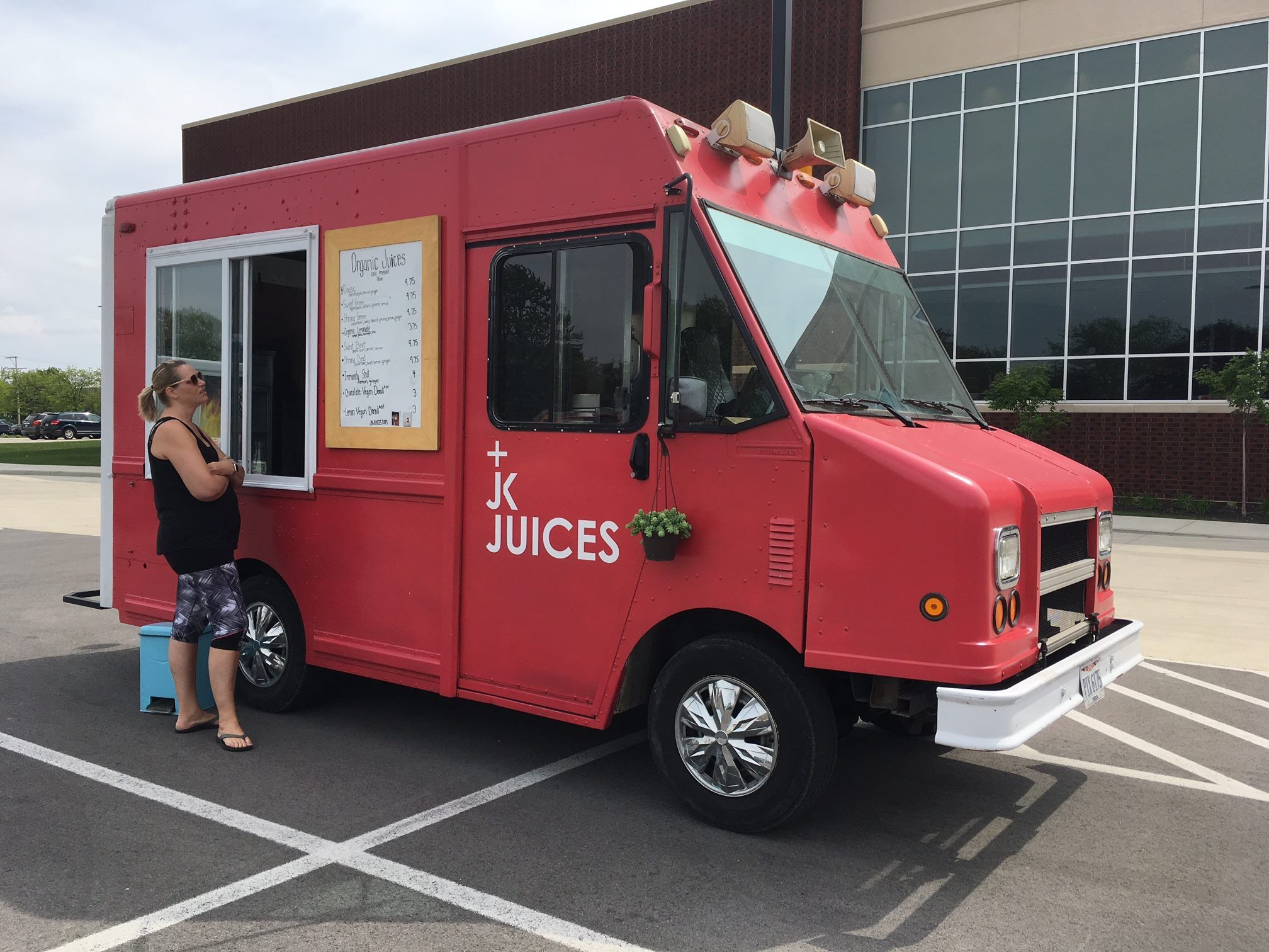 Jk Juices Jk Juices Is A Cold Pressed Juice Bar On Wheels Known For Their Use Of Local And Organic Product And Findlay Organic Juice Cold Pressed Juice Bar