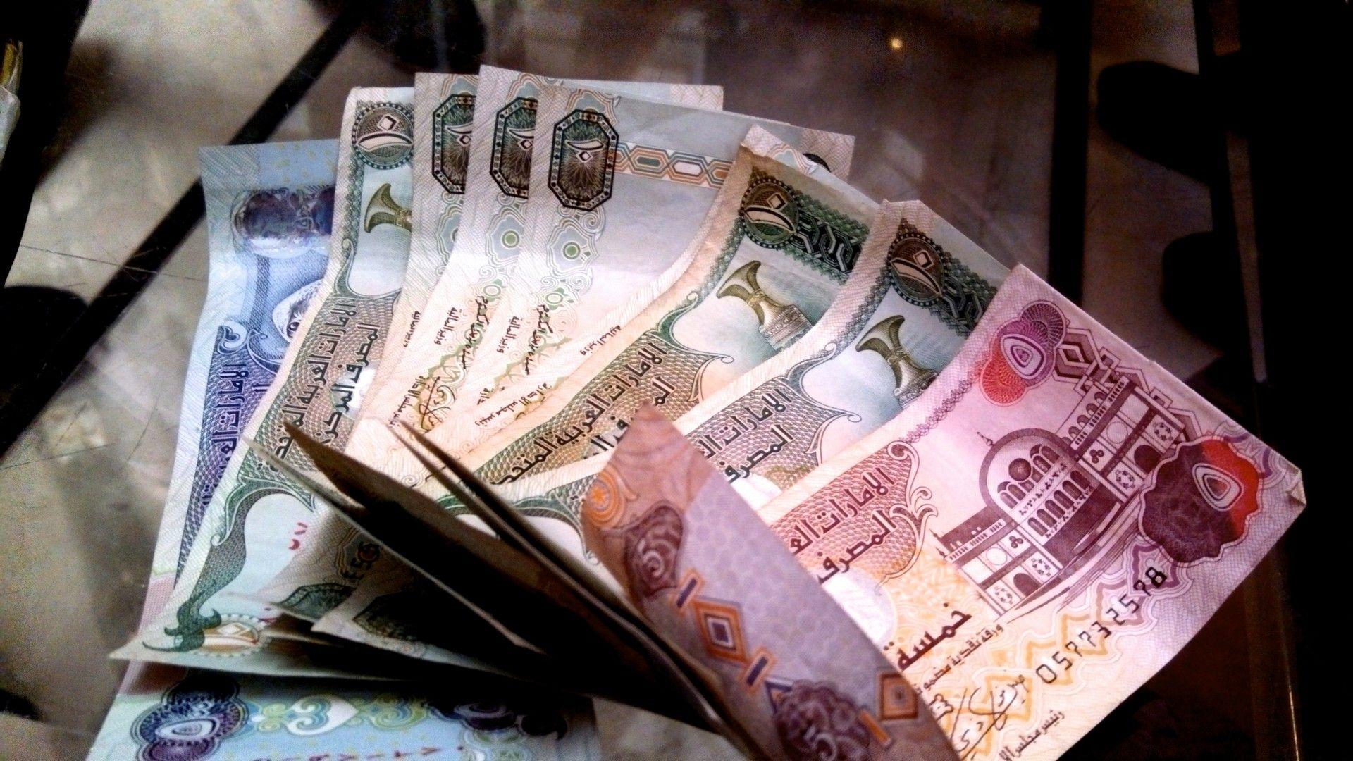 арабские деньги в рублях фото положите фотографию