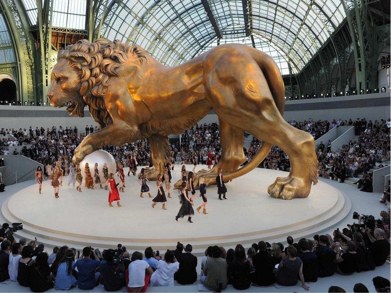 xxstone:  Défilé Chanel Hiver 2010-2011 au Grand Palais - Louison and so on - Le blog de Louison - Be.com