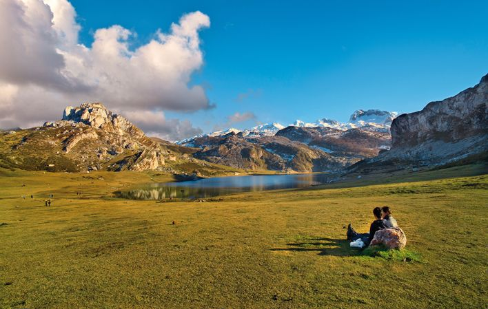 Rutas En Coche Por Los Picos De Europa En Asturias Lagos De Covadonga Picos De Europa Parques Nacionales