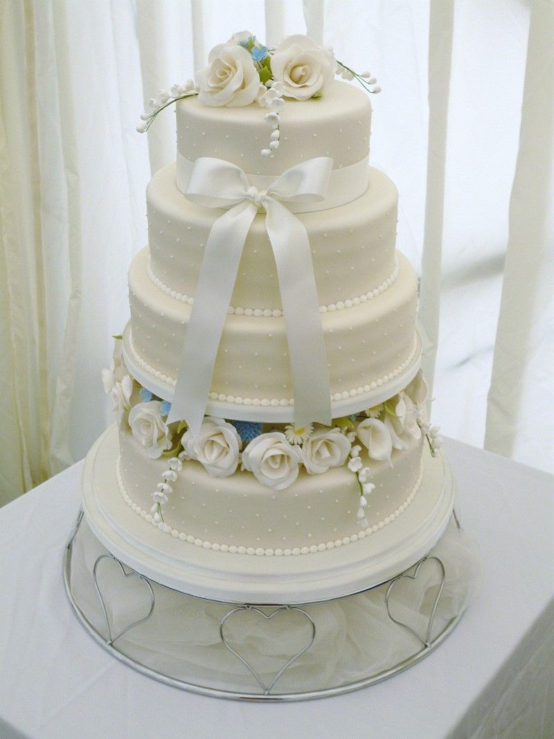 Another Beautiful Cake From Centrepiece Case Designs The Isle Of Wight