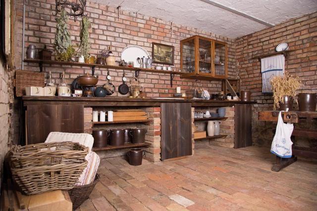 Sommerküche Auf Dem Lothshof #küche #steinwand #ziegelwand #steinfußboden  #bauernhaus #renoviertesbauernhaus