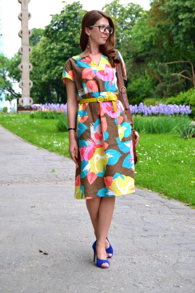 2-colorful-pattern-midi-dress-blue-suede-high-heels-mustard-belt-outfit-alinasays-blog