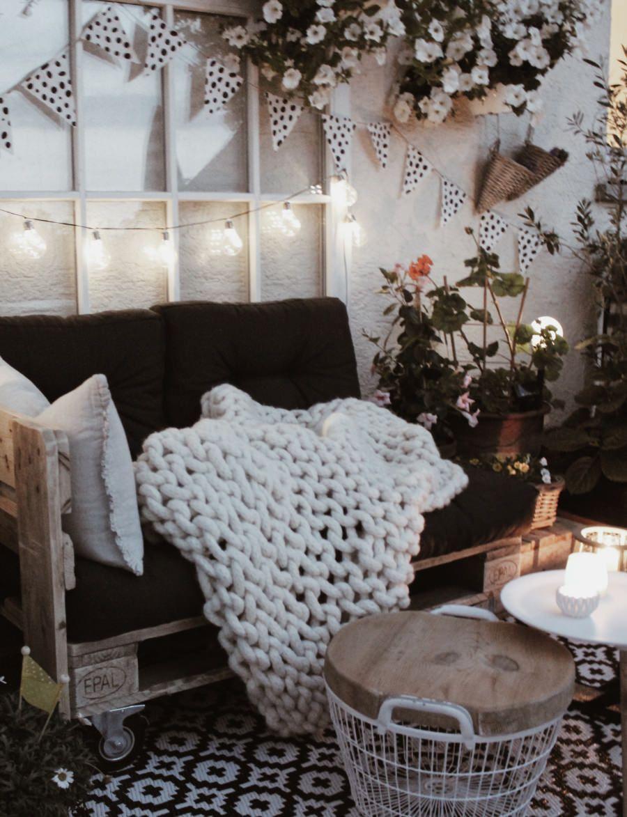 DIY Möbel aus Paletten selber machen - Balkonmöbel selber bauen #sofaauspalletten