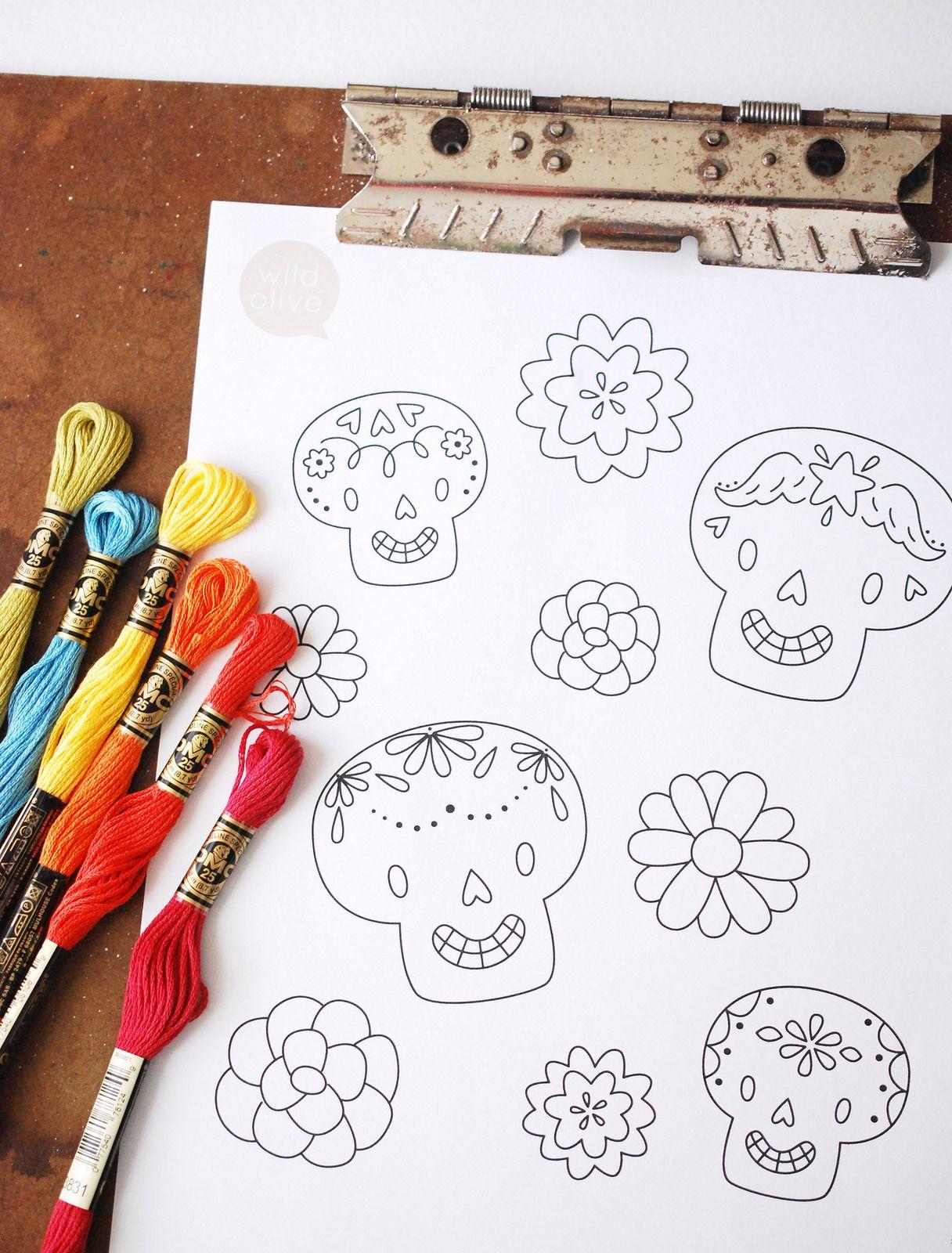 pattern // dia de los muertos skulls and flowers | Patrones ...