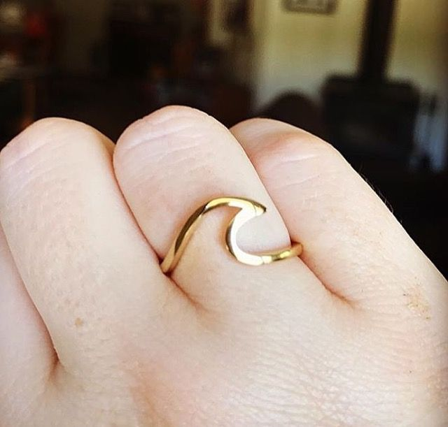 Thank you @j_reads for sharing this pic wearing your @indieandharper Solid 9k Gold Wave Ring || We hope you love it babes