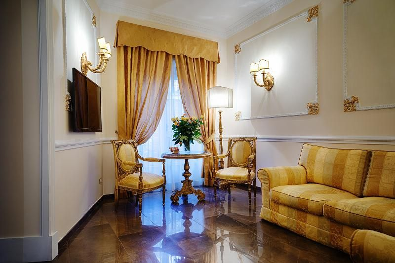Luxury Vacation Rental Rome Spanish Steps: Has Highchair and