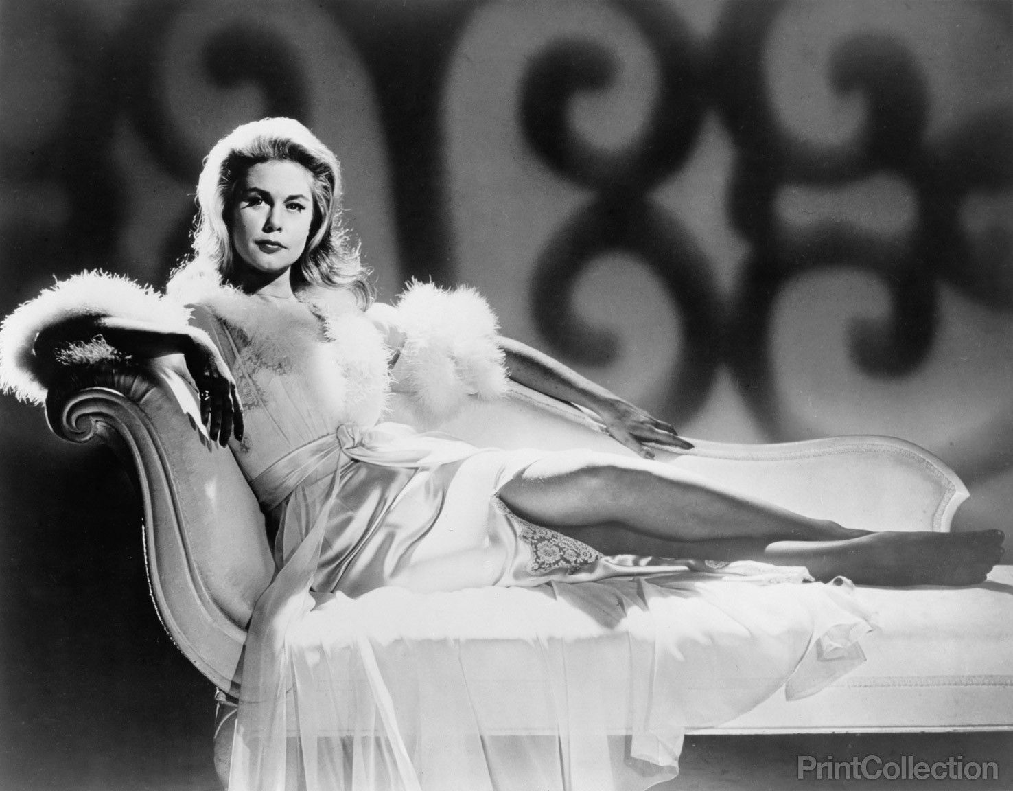 Elizabeth Montgomery Reclining On Chaise Longue In 2019