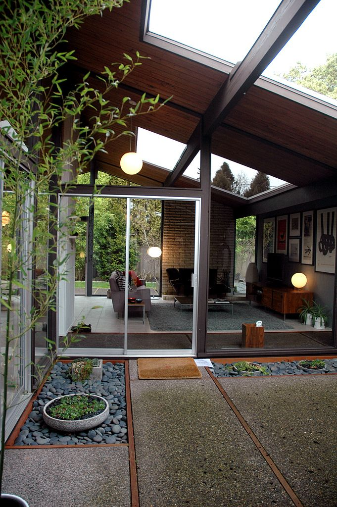 mid century modern freak mid century modern home with very nice atrium my tiny house. Black Bedroom Furniture Sets. Home Design Ideas