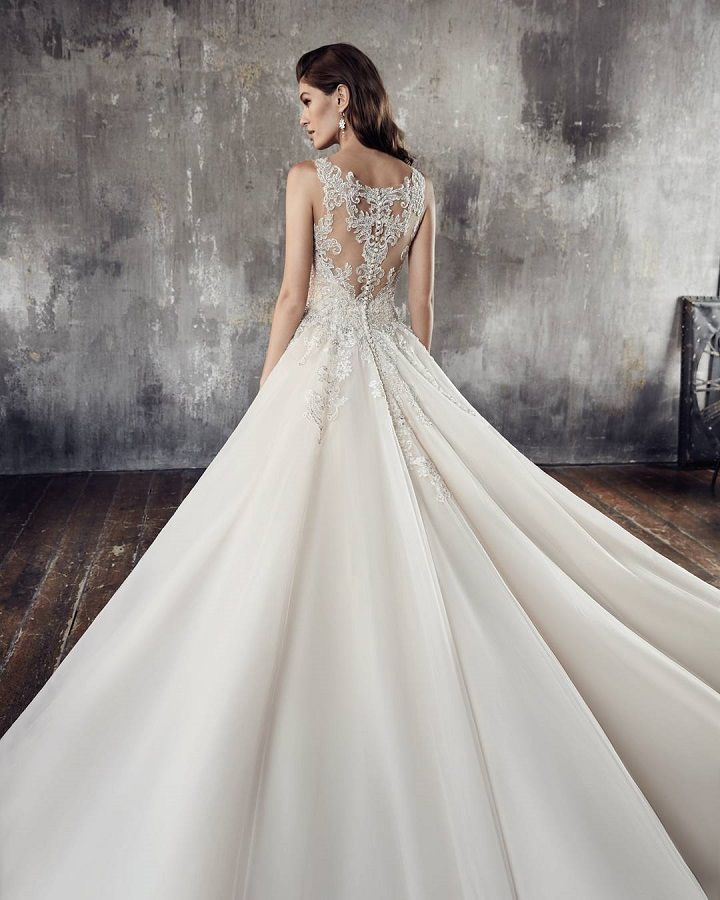 Gorgeous wedding dress with stunning back details #weddingdress #weddingdresses wedding dresses