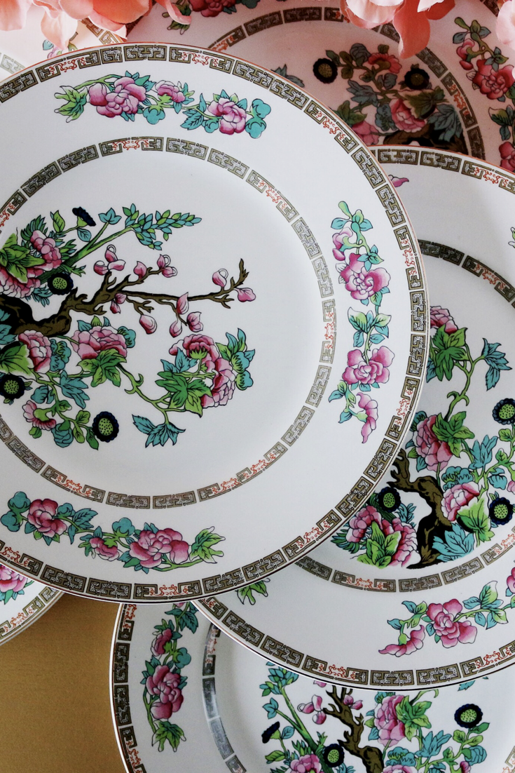 The Prettiest Vintage Dinner Plates A Vibrant Set Of 8 Ceramic English Dinner Plates In The Very Popula Dinner Plate Sets Dinner Plates