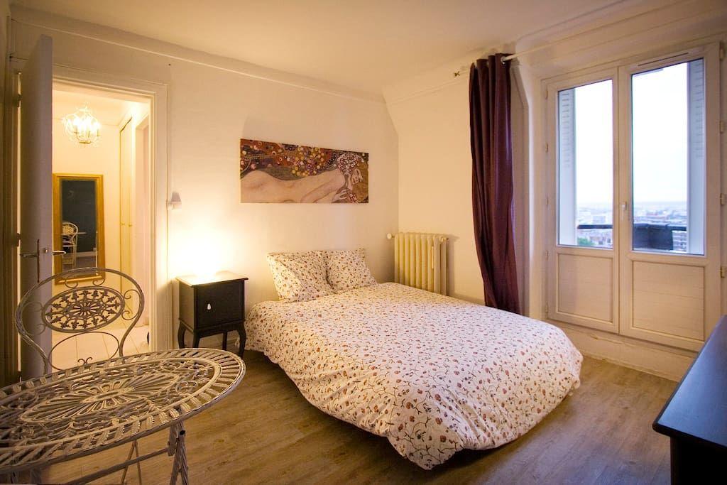 Appartamento a Parigi, Francia. This fully furnished 215
