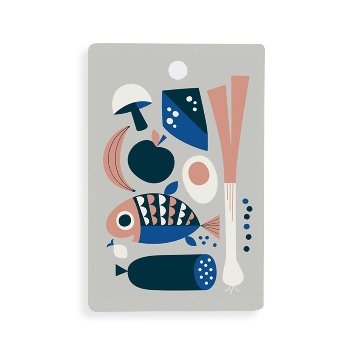Articolo: FERM5426_Parent skuIl coloratissimo tagliere Grocery di Ferm Living e' utilissimo in cucina e sulla tavola. Caratterizzato da una grafica retro', questo prodotto e' ideale per tagliare e servire con eleganza. Puo' essere anche utilizzato come vassoio o sottopentola, ed e' adatto al lavaggio in lavastoviglie. Ogni tagliere e' realizzato a partire da singoli fogli di legno di betulla scandinava, coltivata in foreste controllate e di prima qualita'.