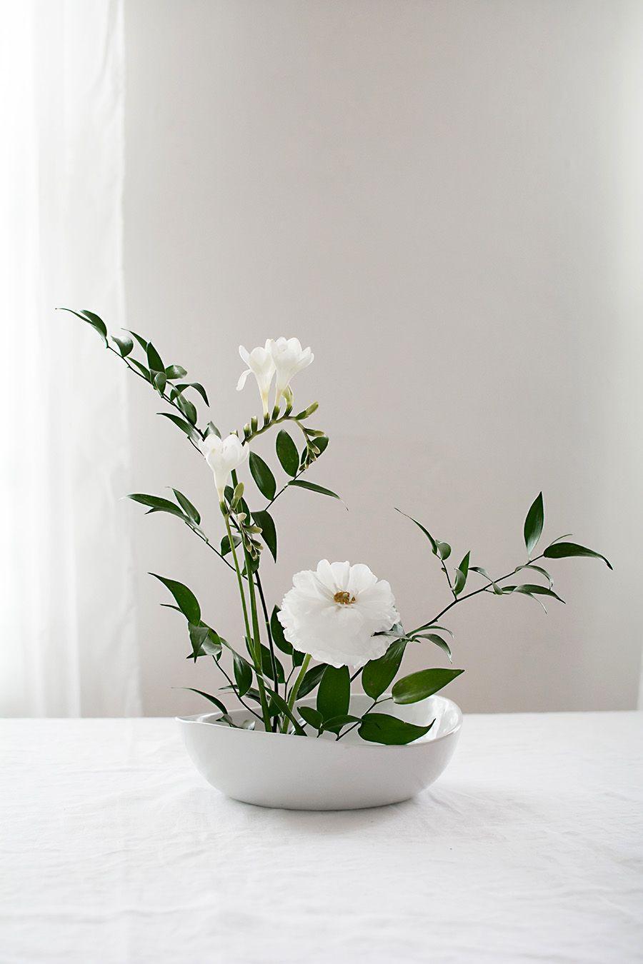 How to Make a Basic Ikebana Floral Arrangement - | Ikebana, Floral ...