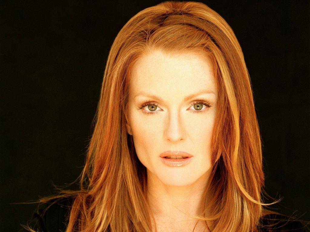 love her..love her hair color..#julianne #moore #red hair