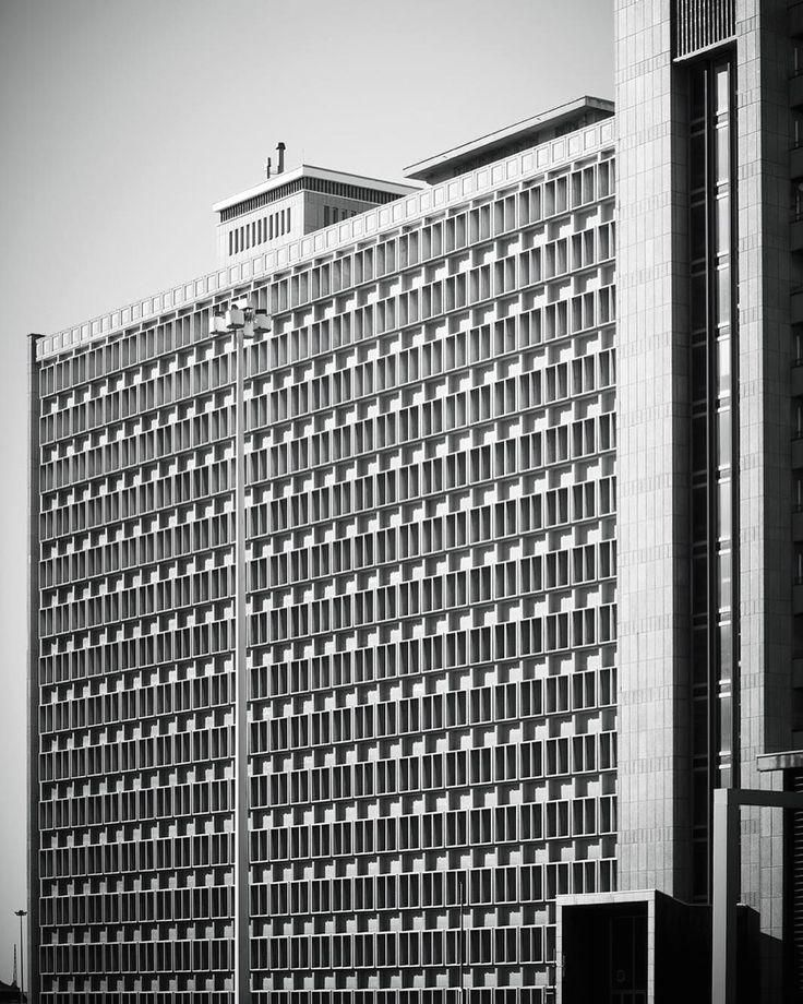 #Architexture   #CapeTown  #SouthAfrica  #Urban  #Design  #Art  #Abstract  #Lines  #Architectureporn  #Minimal  #Composition  #Geometry  #Architecture  #Building  #Geometric  #Pattern  #BlackandWhite  #Monochrome  #Windows  #Cityscape  #Perspective  #Facade  #Poetry  #Artwork  #Urbanstyle  #Contrasts  #Repetition  #Viewpoint  #City  #oliverfritze  ________________________________________  #UrbanDesignpresentation  ________________________________________