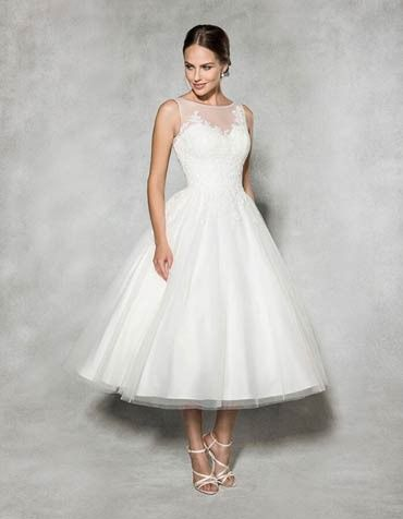 Front view of tea-length wedding dress Eva by Anna Sorrano | Fashion ...