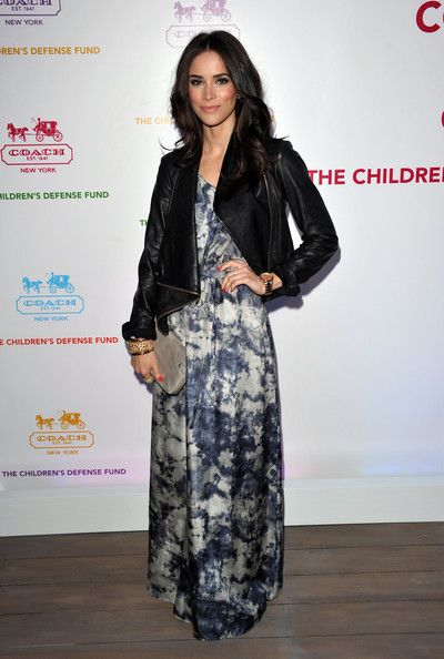 Abigail Spencer Photos Photos - Actress Abigail Spencer arrives at an Evening of Cocktails and Shopping to Benefit the Children's Defense Fund hosted by Coach at Bad Robot on April 20, 2011 in Santa Monica, California. - Coach Hosts An Evening of Cocktails and Shopping To Benefit The Children's Defense Fund - Red Carpet