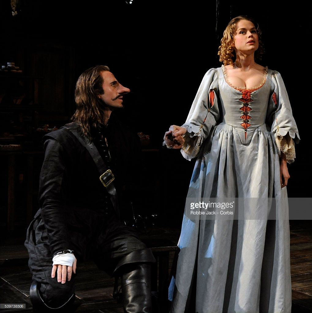 Joseph Fiennes As Cyrano De Bergerac And Alice Eve As Roxane In The Chichester Festival Theatre Joseph Fiennes Bergerac Joseph - Vorhang Auf Für Cyrano Wikipedia