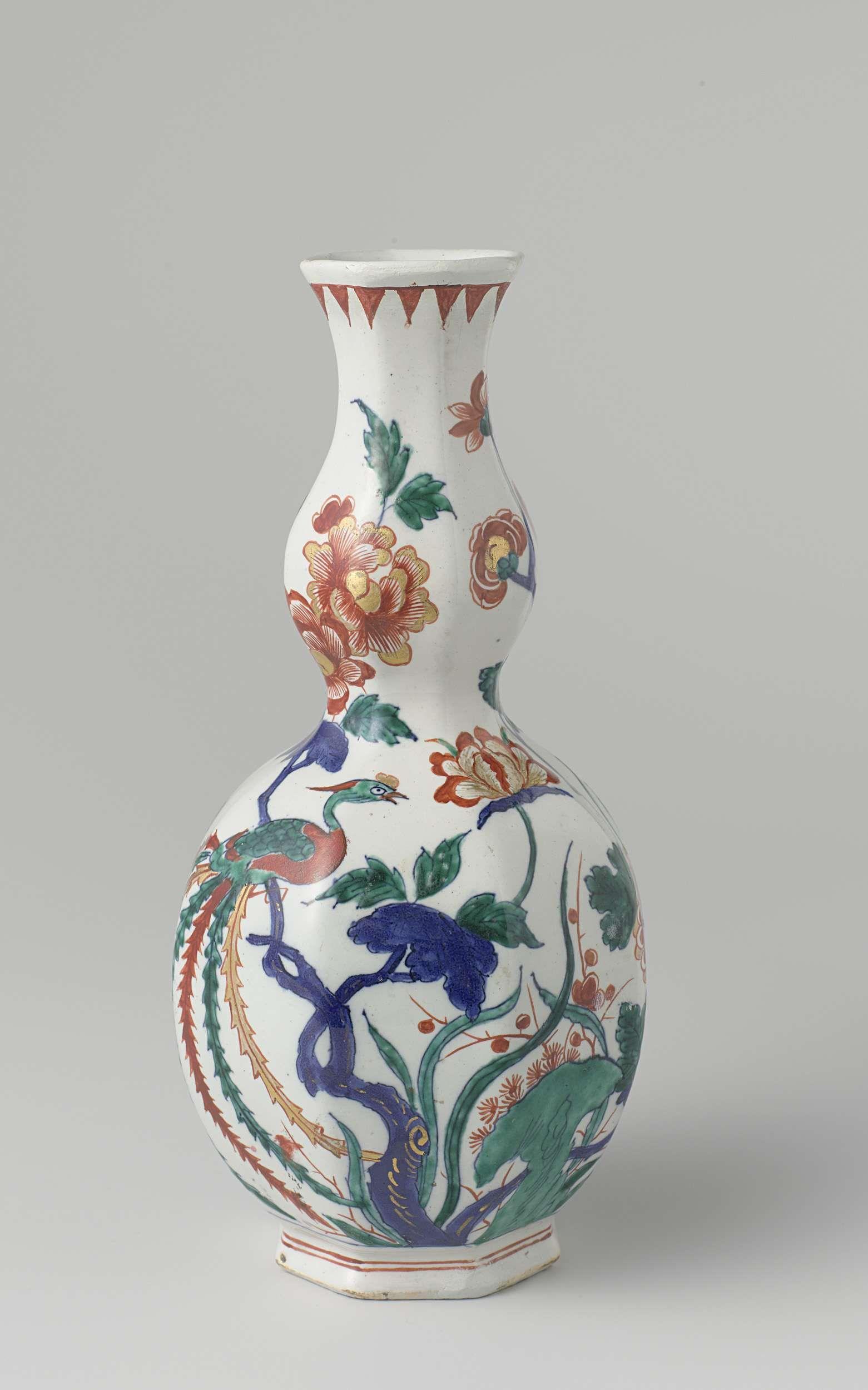 Anonymous | Fles, Anonymous, 1700 - 1725 | Fles van faience. Veelkleurig beschilderd met bloemtakken en een vogel.