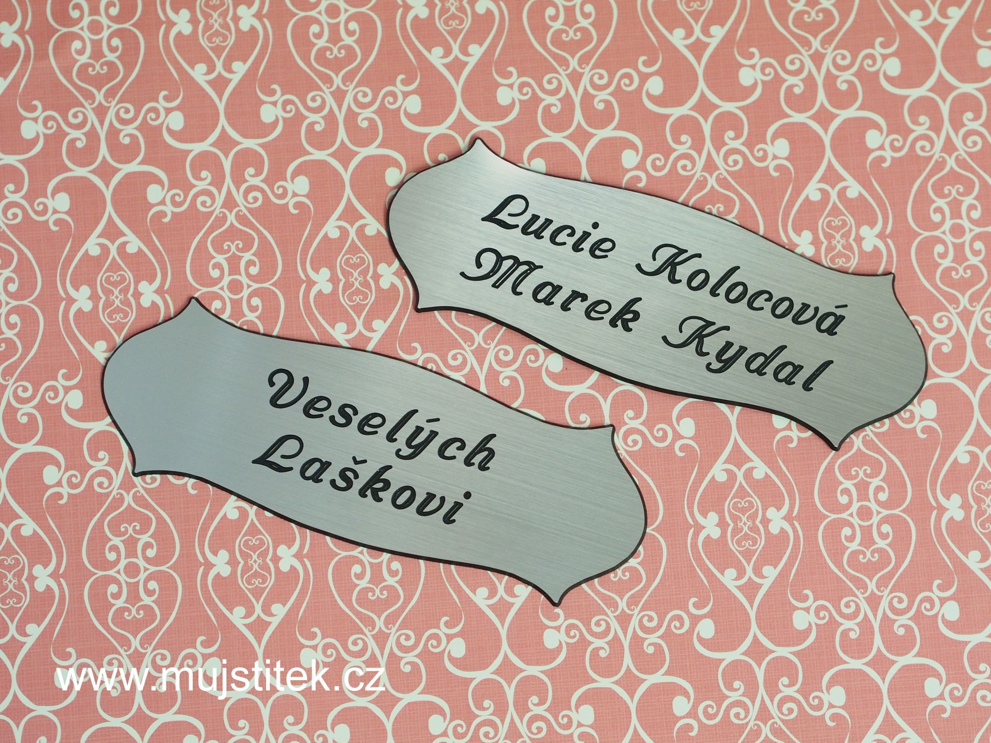 Plastové jmenovky na domovní dveře ... http://www.mujstitek.cz/plastove-jmenovky/89-plastova-jmenovka-na-dvere-stribrna-typ-h.html