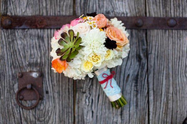 As Melhores Amigas da Noiva: Casamento colorido no clima de carnaval