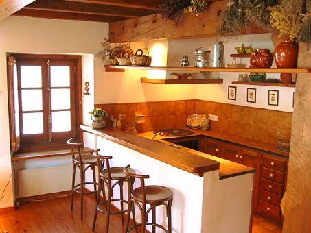 Ambiente rural en casa decorada con madera de pino