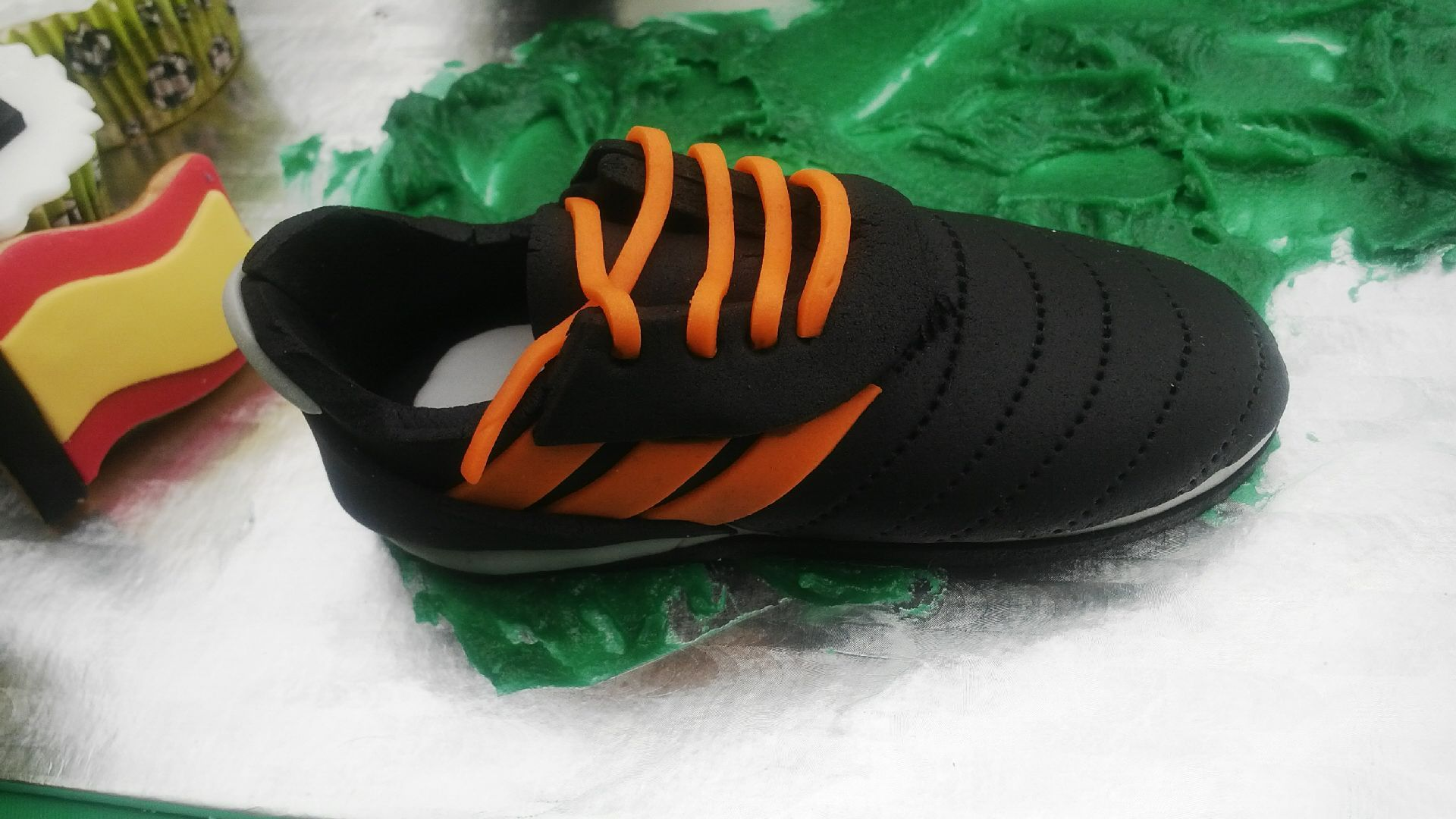 soccer fondant shoe! | torta basket | Soccer cake, Fondant