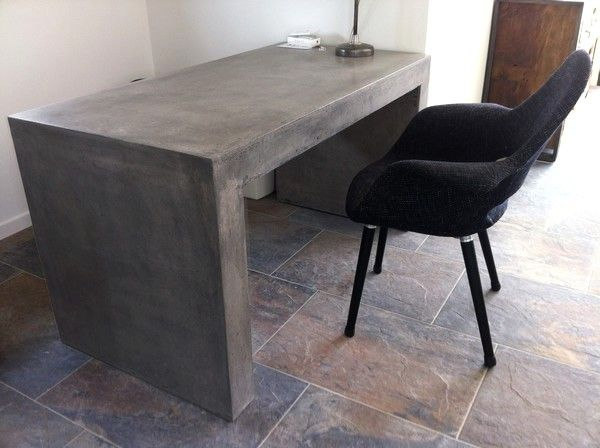 bureau ou table design en beton massif allege cire pour interieur ou exterieur couleur gris antique dimensions 120 x 65 x h 75 cm poids 100 kg