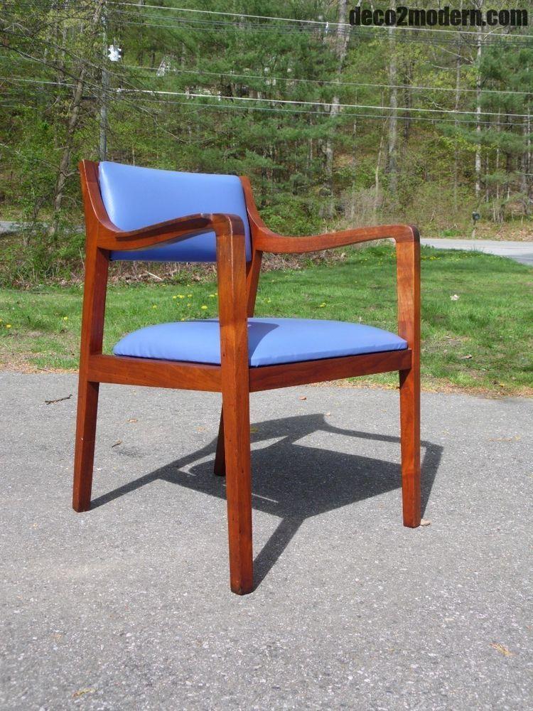 Vintage Mid Century Modern Walnut Office Desk Side Arm Chair Risom