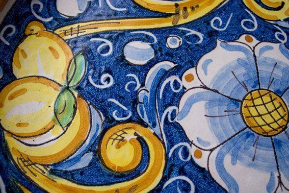 Decorazione a limoni, ceramica di Caltagirone