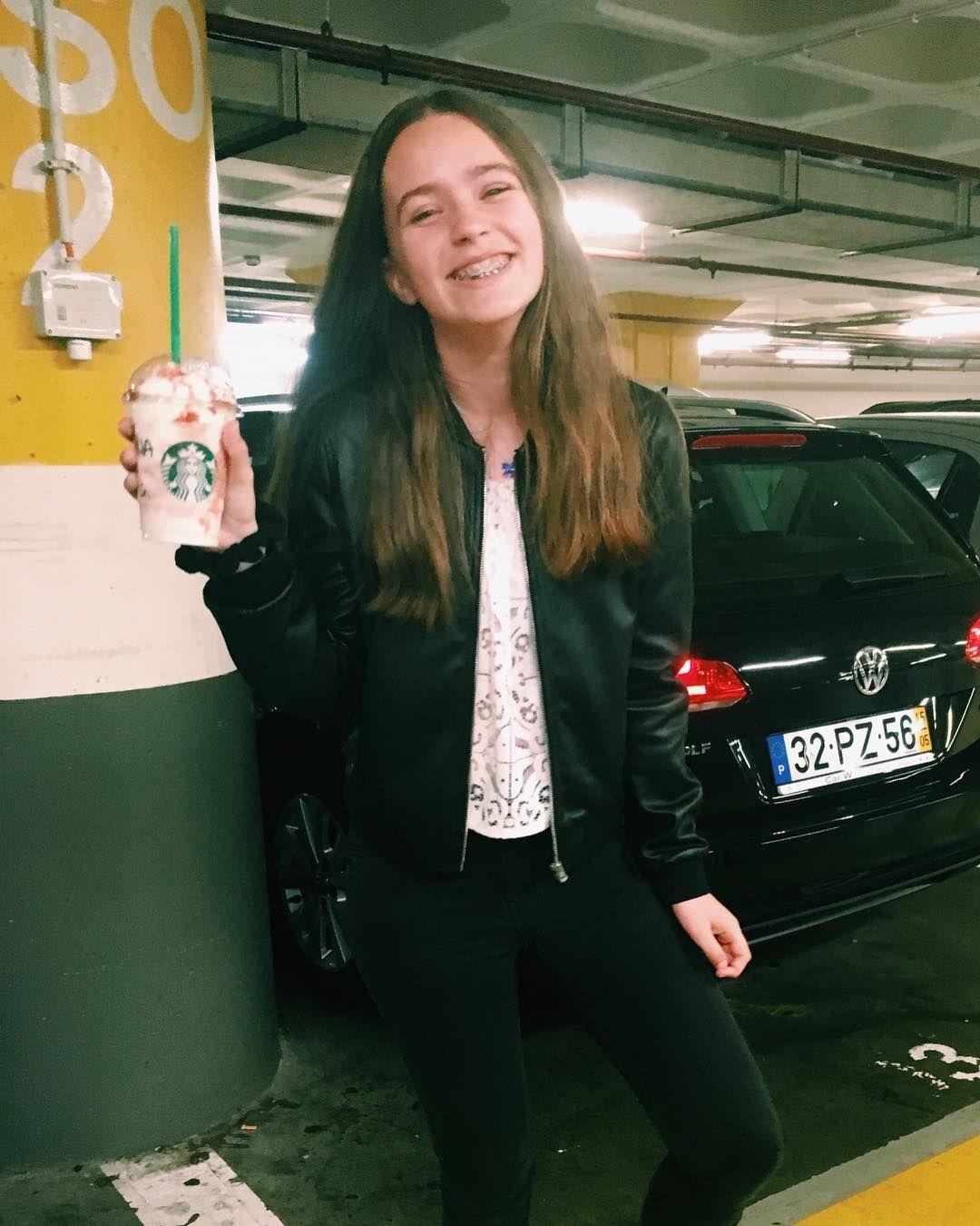 A felicidade da criança ������♀️ #airport#lisbon#starbucks#frapucchino#morango#happy#crazygirl#car#tumblrgirl#Portugal#pleasecomment#pleaselike#followme#photography#love#face#balckwhite http://tipsrazzi.com/ipost/1507512140516235034/?code=BTrwk3-Dxca
