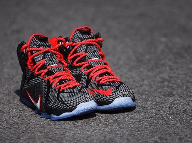 Nike Hommes Lebron 12 Chaussures De Basket-ball Noir Pourpre Lumineux images de dégagement sortie 2015 vente meilleur endroit BMJ0kWO8L