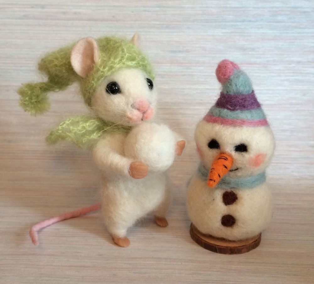 NEEDLE FELTED CHRISTMAS MOUSE SANTA HAT SNOWMAN ARTIST MAGIC ART WOOL NEW