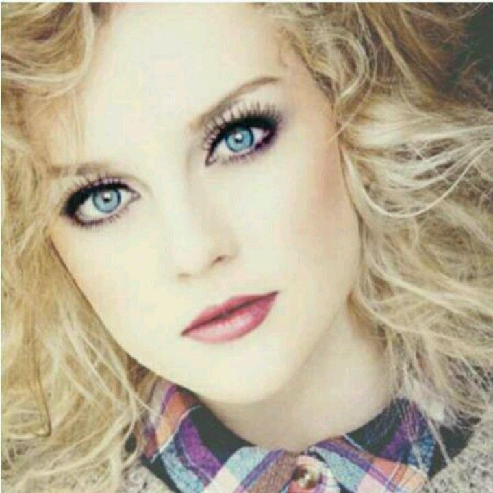 Favorite picture of Perrie! She is so pretty!