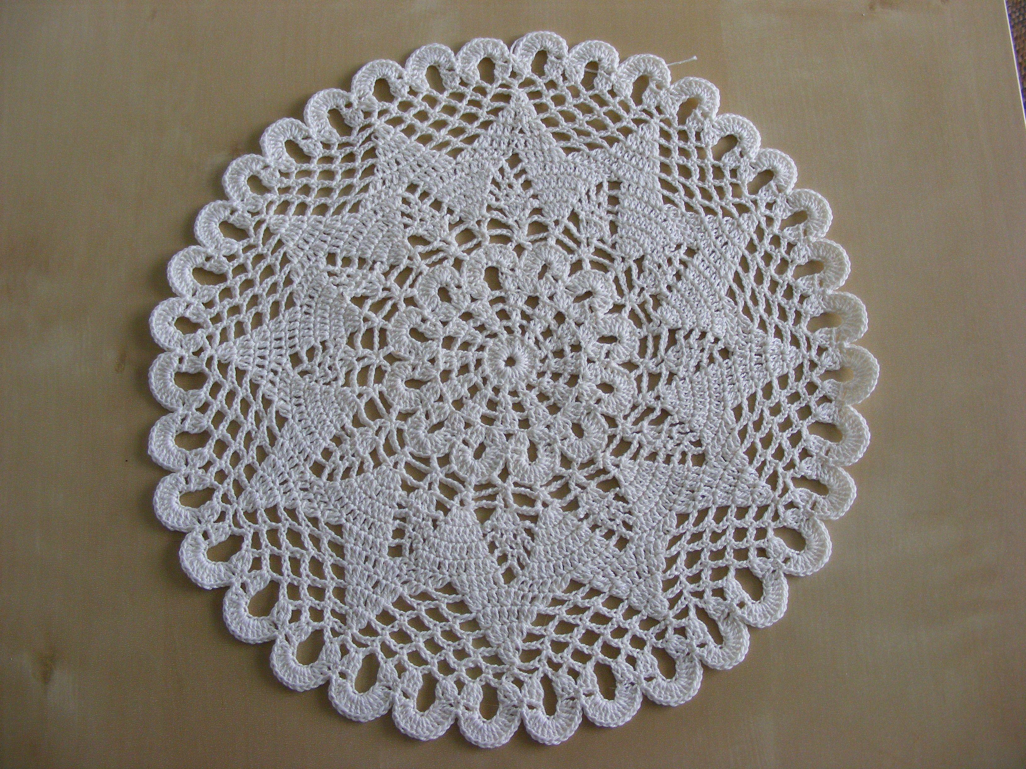 schlichtes Deckchen aus Filetgarn   my crochetworks   Pinterest ...
