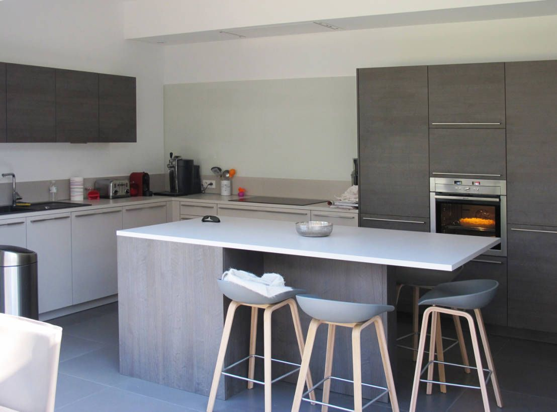 10 uniques tables hautes pour cuisine d co pinterest cuisine moderne table haute et limoges. Black Bedroom Furniture Sets. Home Design Ideas