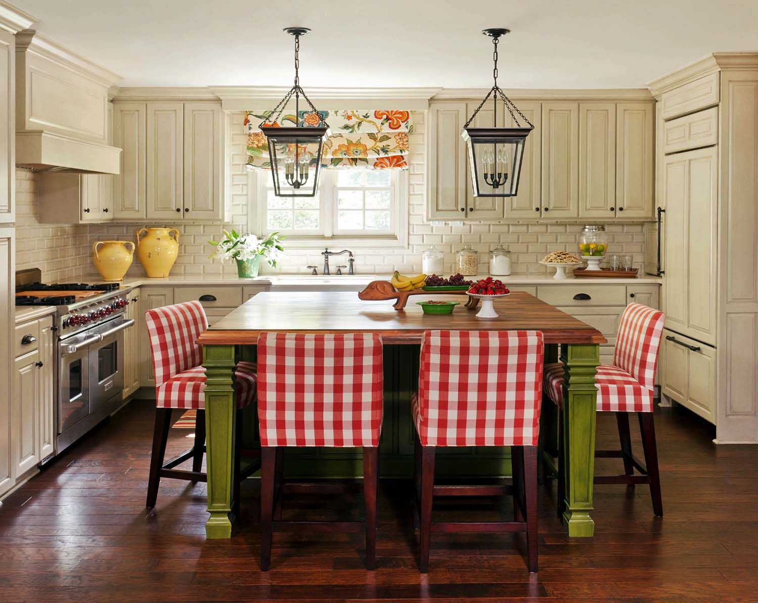 33 amazing country chic kitchens brimming with character kitchen remodel layout cheap kitchen on kitchen remodel must haves id=46458