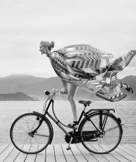 Pin Von Caroline Back De Surany Auf Cycle Fahrrad Mode Schwarz Weiss Helm