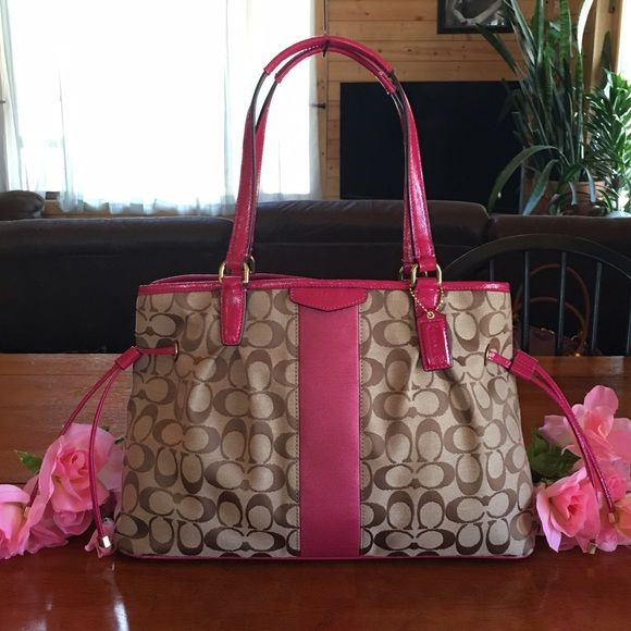 6f2c6c1750e So Pretty! Guaranteed authentic or your money is refunded in full. Beautiful  Coach Large size bag with inside. Pic shows it next to a regular size pop  can ...