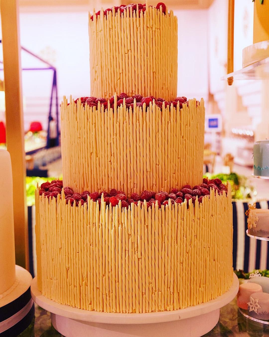 Cutting your wedding cake in front of all your friends and family during the your wedding is one of the most important event in your life. And this cake photography is totally a mouth-watering dessert that everyone would love! Anything to say? #dubaiphotographer #weddingcake #mouthwateringcake #dessert #wedding #cakephotography #yummycake #weddingdetails #epicreels #epicreelsdubai