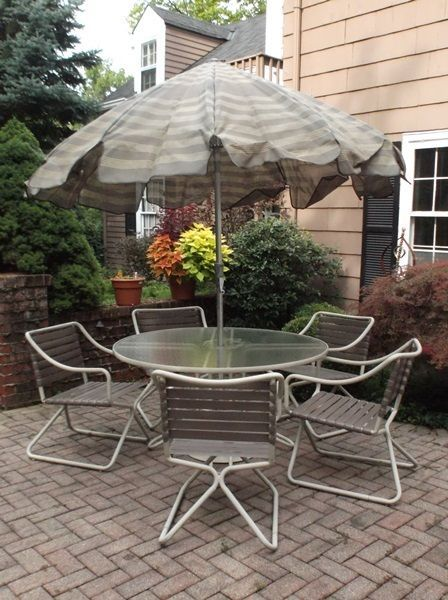 Brown Jordan Kilua Table With Umbrella And Five Chairs Patio Patio Set Glass Top Table
