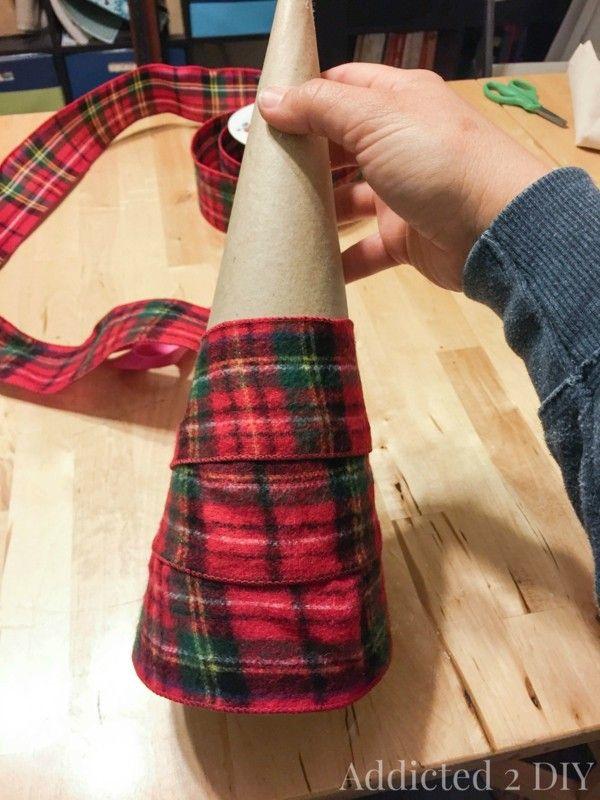 Photo of Cuadros escoceses para la decoración de navidad