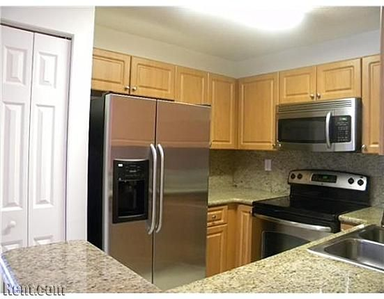 Hampton Isles 10687 Sw 6th Street Pembroke Pines Fl 33025 Rent Com Apartments For Rent Rent Apartment