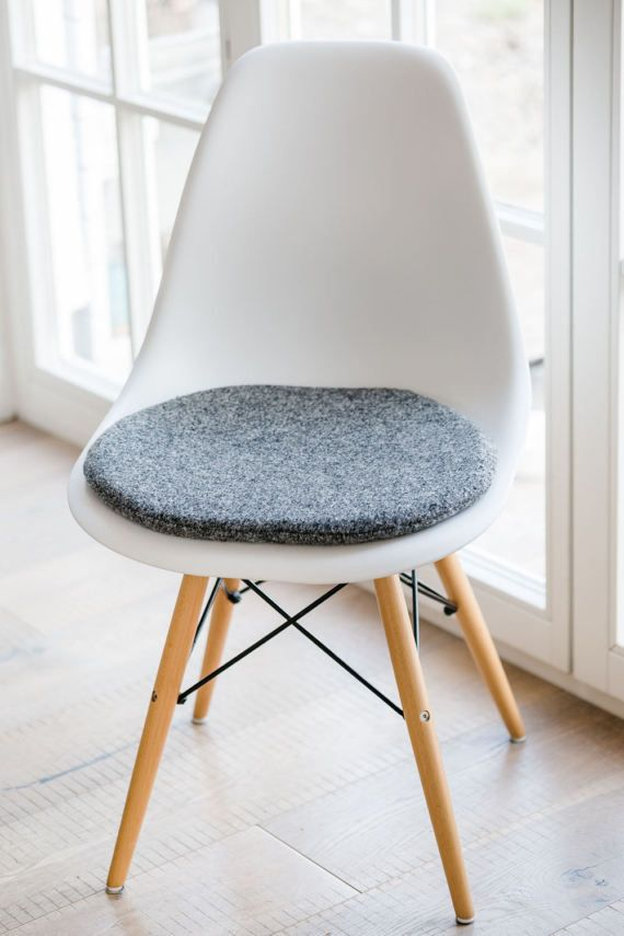 stuhlkissen in grau passend fr eames chair limitiert - Eames Chair Sitzkissen