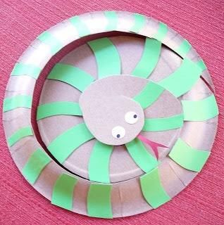 Sssssssssomething extra fun simply made out of a paper plate! #kidcraft & Sssssssssomething extra fun simply made out of a paper plate ...